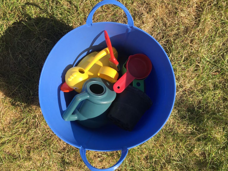 How to Set Up a Quick and Easy Water Play Area